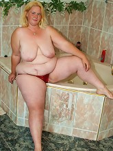 Cute blonde BBW squeezes out a...
